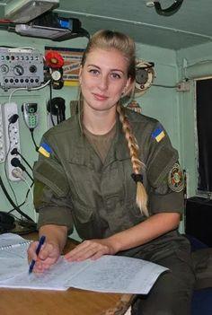Armed Forces of Ukraine Idf Women, Military Women, Amazing Women, Beautiful Women, Army Gears, Ukraine Women, Outdoor Girls, Female Soldier, Military Girl