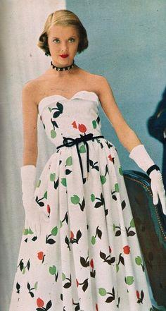 1952 summer dress fashion.