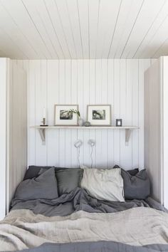 Home Decor Living Room .Home Decor Living Room Cottage Interiors, Cottage Homes, Garderobe Design, Turbulence Deco, Bedroom Vintage, Cheap Home Decor, Home Remodeling, Small Spaces, Bedroom Decor