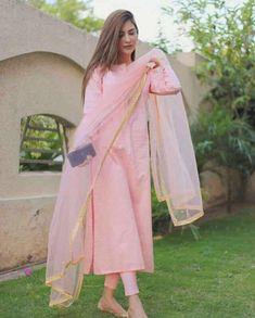 Casual Indian Fashion, Pakistani Fashion Party Wear, Indian Fashion Dresses, Dress Indian Style, Indian Designer Outfits, Pakistani Outfits, Indian Outfits, Indian Dresses For Women, Ethnic Outfits