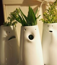 Face vases make a great hostess gift. Lol, how fun would a whole class set of… Face vases make a great hostess gift. Lol, how fun would a whole class set of these be for a communal art project, displayed as an installation? Buchanan you can do it! Ceramics Projects, Clay Projects, Clay Crafts, Ceramic Clay, Ceramic Pottery, Pottery Art, Pottery Ideas, Pottery Classes, Vases