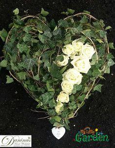 make grave design-yourself-- Grabgestaltung-selber-machen Grave Deco heart of ivy and roses - Wild Flower Arrangements, Funeral Arrangements, Diy Flowers, Colorful Flowers, Beautiful Flowers, Grave Decorations, Flower Decorations, Cemetery Flowers, Sympathy Flowers
