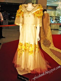 Terno (Philippine dress) once worn by Imelda Marcos Philippines Dress, Philippines Fashion, Singer Costumes, Theatre Costumes, Traditional Fashion, Traditional Dresses, Filipiniana Dress, Filipino Fashion, The Wedding Singer