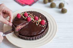 Tartă cu jeleu de zmeură și ciocolată Cheesecake, Cakes, Baking, Mai, Food, Cake Makers, Cheesecakes, Kuchen, Bakken