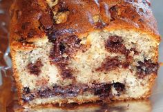 Cake tyrolien aux noisettes et pépites de chocolat Chrismas Cake, Cake Chocolat, Xmas Food, Dessert Recipes, Xmas Recipes, Biscuits, Banana Bread, Cheesecake, Pudding