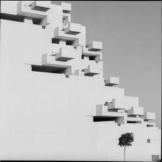 Urbanización Ciudad Blanca, Alcudia, (Oriol Maspons / Julio Ubiña, Mallorca, 1964) del arquitecto Francisco Javier Sáenz de Oiza.