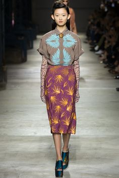 Dries Van Noten Spring 2016 Ready-to-Wear Fashion Show - Liza Ostanina (Next)