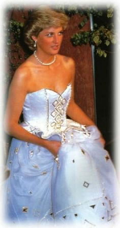 Diana, a vision of beautiful perfection...how could Prince Charles not see her worth? He did ight the world blames him for her death because it be had been a good husband, she would not have been in that horrible car accident!