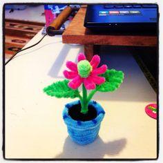 Pipe cleaner flower in a pot  אגרטל פרחים מנקי מקטרות