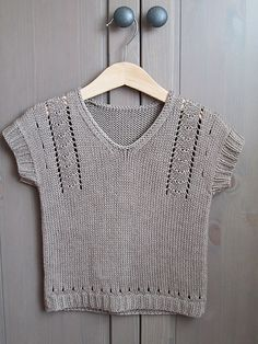 Ravelry: Project Gallery for Teasel pattern by Sarah Hatton Ravelry: Project Gallery for Teasel pattern by Sarah Hatton Knit Vest Pattern, Sweater Knitting Patterns, Baby Knitting, Knitted Baby Clothes, Crochet Clothes, Knitted Washcloths, Knit Jacket, Pulls, Knitwear