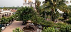 Comala, Colima. Lugar de grandes culturas, Comala es un pueblo escondido que sorprende por su belleza. Es un destino clásico que esta preparado para el turismo tranquilo y para los amantes de la buena oferta gastronómica. Este lugar se ha caracterizado a través de los años por su gran diversidad y también es reconocido como uno de los pueblos mágicos de México. Te recomendamos visitar: La plaza principal y comer en Los Portales de Suchitlan, Don Comalón o Piccolo suizo.