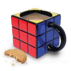 ルービックキューブ型のマグカップです!ちょっと飲みにくそうな感じもします(・・;):mug