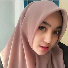 Setahunbaru: Beautiful Hijab Girl With Cute Cheeks Beautiful Hijab Girl, Beautiful Muslim Women, Young And Beautiful, Beautiful Asian Girls, Hijab Tutorial, Muslim Girls, Hijab Fashion, Cute Girls, Model