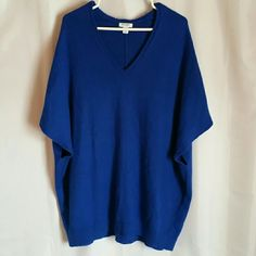 """Comfy poncho Worn a couple times  31"""" bust and 32"""" long  Very loose fitting Perfect for leggings or skinny jeans Old Navy Sweaters Shrugs & Ponchos"""