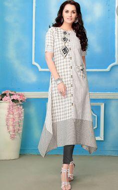 Cotton kurti with superb detailing Batik Fashion, Suit Fashion, Modest Fashion, Hijab Fashion, Fashion Dresses, Ikkat Dresses, Kurti Patterns, Printed Kurti, Kurta Designs
