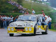 Carlos Sainz taking on the corners. Renault 5 Turbo, Alpine Renault, Renault Sport, Turbo Car, Rally Raid, Bmw Classic Cars, Toyota Celica, Courses, Peugeot