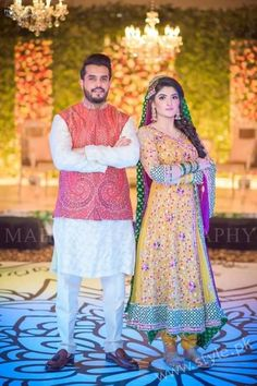 Lots of innovative and novel fashion styles and cuts are introduced this year by many of our famous fashion designers. Here is the collection of latest, elegant and stylish Pakistani wedding dresses Mehndi Dress For Mens, Pakistani Mehndi Dress, Bridal Mehndi Dresses, Pakistani Wedding Dresses, Groom Wedding Dress, Groom Dress, Wedding Wear, Pakistan Wedding, Bridal Style