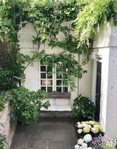 courtyard garden How to style small spaces: courtyard gardens - The Frugality Small Courtyard Gardens, Small Courtyards, Back Gardens, Small Gardens, Courtyard Cafe, Small City Garden, Tiny Garden Ideas, Narrow Garden, Front Courtyard