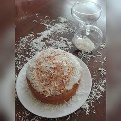 Nueva receta de mi blog!!! Pastel de coco con crema de coco chatilly de coco y más coco. / Coconut cake with coconut cream coconut Chantilly and a little more coconut  http://ift.tt/2dy2eCS  #cake #pastel #torta #friday #viernes #blog #coconut #coco #chantilly #crema #cream #design #artesanal #diseño #homemade #dessert #desserts #dessertoftheday #postre #postres #postredeldia #endulcora