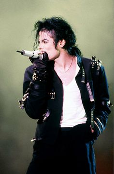 ♥ Michael Jackson ♥ he was pretty cute until he had 300 too many plastic surgeries