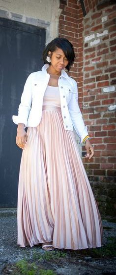 blush outfit idea, pleated skirt, spring outfit idea, spring outfit, blush, summer outfit idea, white denim jacket