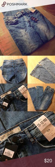 Boys Slim Regular Rise Denim Jeans Boys Slim Regular Rise Denim Jeans 👖 NWT 👖 From Primark, Marble Wash, Straight Slim Cut, Regular Rise Waist, Size 12-13 YRS ( 158cm ) European Sizing. Does have adjustable waistline. Primark Bottoms Jeans