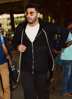 Arjun Kapoor spotted in a rather casual avatar at the Mumbai airport    #Fashion #style #casuals #sweatshirt #shimmer  #bollywoodfashion #bollywood #fashiontrends #fashion