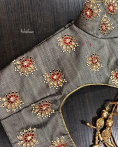 All Ethnic Customization with Hand Embroidery & beautiful Zardosi Art by Expert & Experienced Artist That reflect in Blouse , Lehenga & Sarees Designer creativity that will sunshine You & your Party Worldwide Delivery. Cutwork Blouse Designs, Simple Blouse Designs, Bridal Blouse Designs, Blouse Neck Designs, Hand Embroidery Designs, Floral Embroidery, Embroidery Patterns, Maggam Work Designs, Designer Blouse Patterns