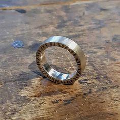 Onks vihkisormukses jäänyt liian pieneks tai tarttis muuten päivitystä? Sepältä löytyy ratkasu tähän pulmaan. Suunnitellaan yhdessä uus 'sinetti'. #sormus #vihkisormus #uniikkikoru #ring #weddingring #uniquejewelry #customisedjewelry #finnishdesign #jewelrydesigner #aed #koruseppä #anuek #kerava Rings For Men, Wedding Rings, Engagement Rings, Jewelry, Instagram, Design, Enagement Rings, Men Rings, Jewlery