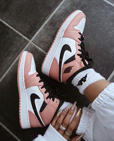 Cute Nike Shoes, Cute Sneakers, Nike Air Shoes, Sneakers Nike, Sneakers Women, Air Max Sneakers, Nike Air Max, Nike Fashion, Sneakers Fashion