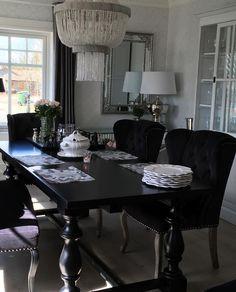 Håper dere alle har en god torsdag Spisebord stoler & lamper fra @classicliving