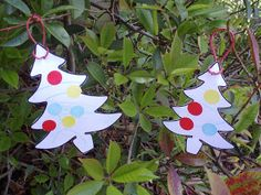 Christmas Tree with sticker dot decorations. Easy and fun #christmas craft for toddlers.