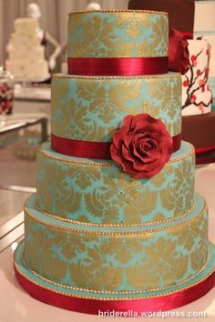 White cake, silver damask, tea flower/ribbon. Love this but i would want it white not mint :D