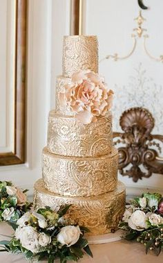 11 Hottest #Wedding #Cake Trends of 2013—Click through for the full list! #gold (Cake by City Sweets & Confections, Photo by CLY Creation)