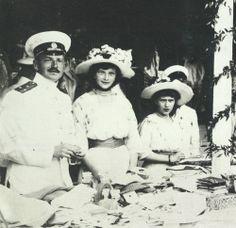 Grand Duchesses Tatiana and Anastasia Nikolaevna with officer