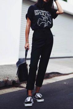 Sonziboo // outfits atuendo, moda,rógina e moda. Look Fashion, Autumn Fashion, Fashion Outfits, Womens Fashion, Street Fashion, Fashion Ideas, Fashion Spring, Travel Outfits, Fashion Black