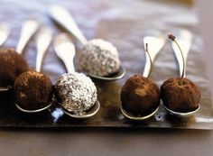 Σοκολατένιες τρούφες Chocolate Nestle, Pudding, Breakfast, Desserts, Food, Dishes, Deserts, Recipes, Essen