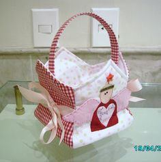 fun basket for valentines letters Sewing Crafts, Sewing Projects, Projects To Try, Sewing Baskets, Gift Baskets, Red Brolly, Baby Applique, Love Sewing, Xmas Decorations