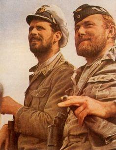 Le commandant d'un U-Boot et l'un de ses officiers, à leur retour de mission.