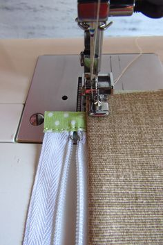 Outstanding 50 sewing hacks tips are offered on our web pages. Have a look and you wont be sorry you did. Sewing Hacks, Sewing Tutorials, Sewing Patterns, Sewing Tips, Zipper Pouch Tutorial, Pillow Tutorial, Free Sewing, Hand Sewing, Learn To Sew
