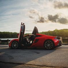 The McLaren 570S Spider in luscious Vermillion Red having a rest stop after devouring the roads in Bear Mountain. #McLaren…