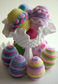 Pipe cleaner Easter eggs.  What a fun and easy craft!  A great 4-H project or something to do with the kids.  Easy tutorial.  :-)  Love this idea by dianna