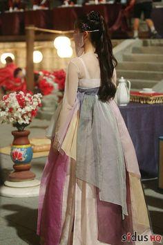 Korean Hanbok, Korean Dress, Korean Outfits, Korean Traditional Dress, Traditional Fashion, Traditional Dresses, Fashion Art, Fashion Show, Fashion Outfits