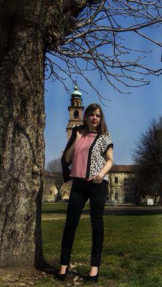 Passeggiando nel nostro #castello  in total #look #stefanel #piazzaducale #lomellina #vigevano #negozio  #shop #woman #donna #t-shirt #primavera #estate #stefanelvigevano #prato #caldo #sole #sun #moda #nero #stampa #colore