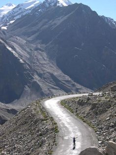 Awesome view of beautiful photography of Karakoram highway Gojal Hunza valley Gilgit Baltistan Pakistan Karakorum Highway, The Places Youll Go, Places To Visit, Hunza Valley, Highway Road, Gilgit Baltistan, Arabian Sea, Explore Travel, Countries Of The World