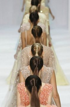 the high ponytail is always chic but I love the modern twist it is given in the ellie saab runway show. Ellie Saab, Runway Fashion, Fashion Beauty, Fashion Show, Diy Fashion, Emilio Pucci, Elie Saab Spring, Glamour, Mode Inspiration