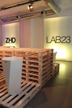 iDesignMe_ZahaHadid_Lab23_Urlaaa_desk #ZahaHadid #Lab23 #MilanDesignWeek #Fuorisalone2013 #ZonaTortona #trends #outdoorDesign #PublicSpaces #Archistar http://idesignme.eu/2013/04/zaha-hadid-per-lab23/