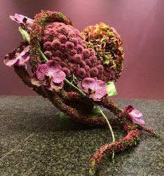 Crea Verde / lieven Philtjens Altar Flowers, Church Flower Arrangements, Beautiful Flower Arrangements, Floral Arrangements, Wonderful Flowers, Simple Flowers, Exotic Flowers, Love Flowers, Carving Designs
