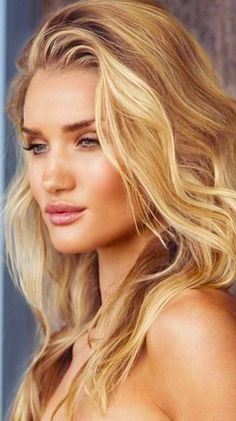 Rosie Huntington-Whiteley beach babe look