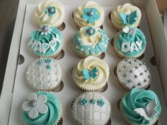 Photo of Cupcakes from Tiffany and Co. for fans of Cupcakes. Beautiful Cupcakes, Cute Cupcakes, Cupcake Cookies, Amazing Cupcakes, Decorated Cupcakes, Cupcakes Bonitos, Cupcakes Decorados, Mothers Day Cake, Biscuits